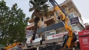 Şiddetli fırtına Marmaris'te hayatı olumsuz etkiledi