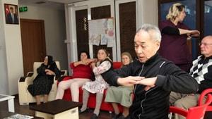 Alzheimer-Demans hastalarının buluşma noktası 'Mavi Ev' oldu