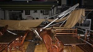Fırtına iki restorana zarar verdi
