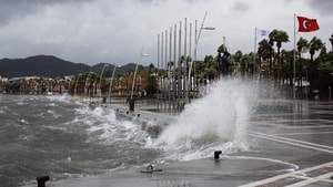 Batı Akdeniz'de fırtına uyarısı