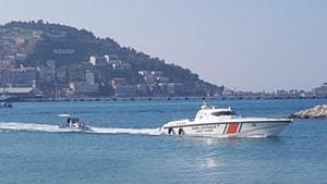 Kuşadası Körfezi'nde arızalanan teknedeki 3 kişi kurtarıldı