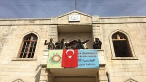 Afrin kent merkezine Türk bayrağı asıldı