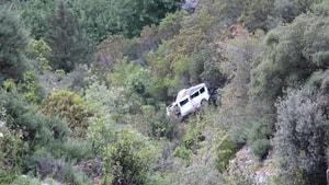 Üç kişiye mezar olan minibüs ibret için olduğu yerde bırakıldı
