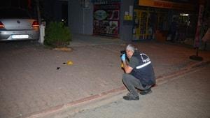 Gece yarısı motosiklet ile yanaşan bir kişi 2 araca takip cihazı yerleştirdi