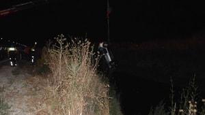 Otomobil su kanalına devrildi; 5 yaralı