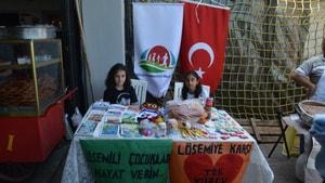 İlkokul öğrencilerinden Lösemili çocuklar yararına örnek hareket