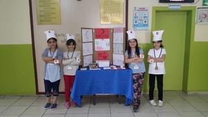 Öğrenciler okul harçlıklarını Kızılay'a bağışladı