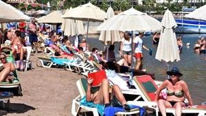 Turistler Sonbahar Güneşinin Tadını Çıkardı