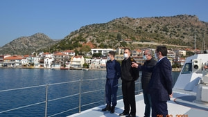 Vali Orhan Tavlı, Kaçak Yapıları Denizden İnceledi