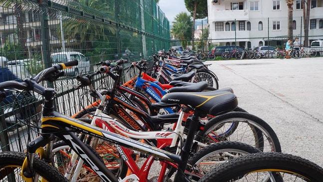 Öğrencilere bisiklet park yeri yapıldı
