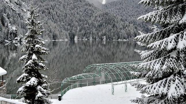 Abhazya dört mevsimi bir arada yaşıyor