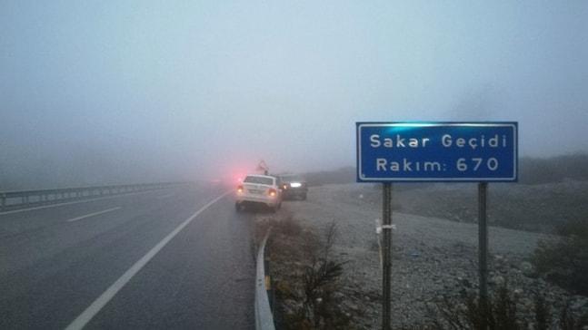 Sakar Geçidi'nde sis etkili oldu