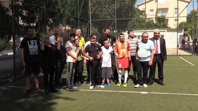 AK Parti  Yönetimi engellilerle maç yaptı