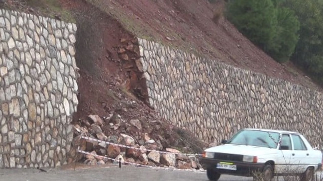 Marmaris'te şiddetli yağış etkili oluyor