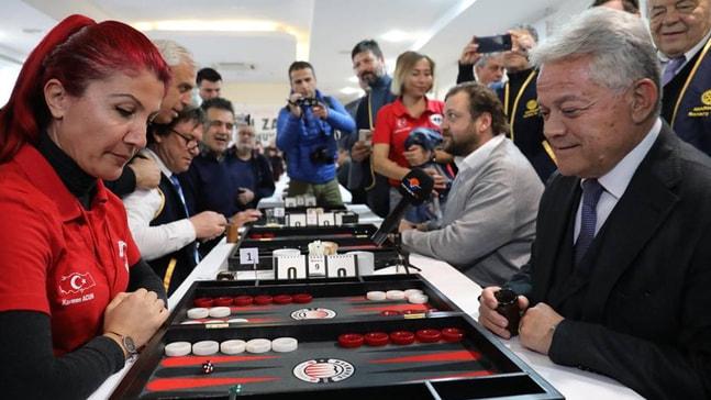Tavla  turnuvasının açılışını başkan adayları yaptı