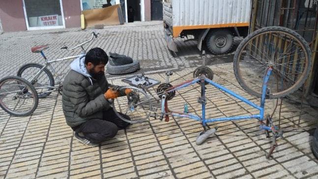 Hurda Malzemelerden Engelliler İçin Bisiklet Yapıyor