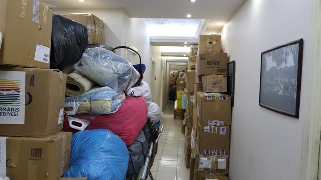 7 kamyon dolusu yardım malzemesi deprem bölgesine doğru yola çıktı.