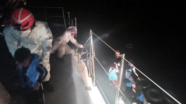 Marmaris açıklarında 14 sığınmacı kurtarıldı