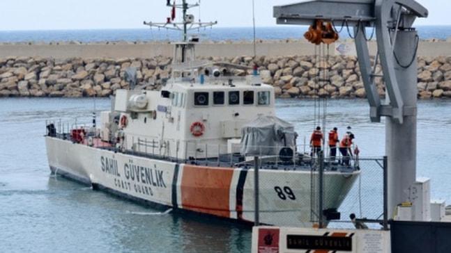 Marmaris açıklarında tekneleri arızalanan göçmenleri sahil güvenlik kurtardı