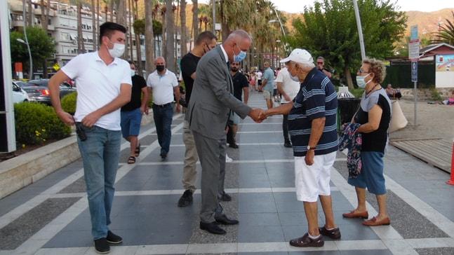 MARMARİS KAYMAKAMI AKSOY HALK'LA YÜZ YÜZE BAYRAMLAŞTI
