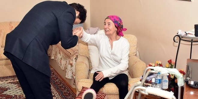 Başkan Hazinedar, Fatma Girik'i evinde ziyaret etti