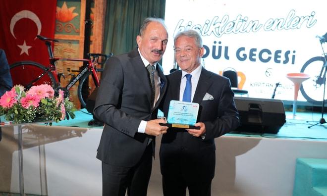 Bisikletin En'lerinden  Başkan Acar'a ödül